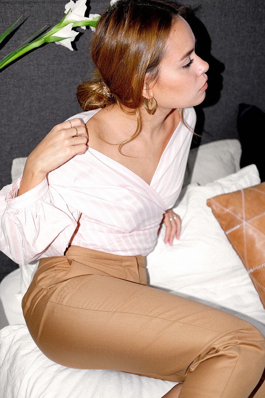 Outfit: Wrapped in Rosé. Desi is wearing: Wrapping blouse, Tailored pants, Sock boots, twisted gold earrings